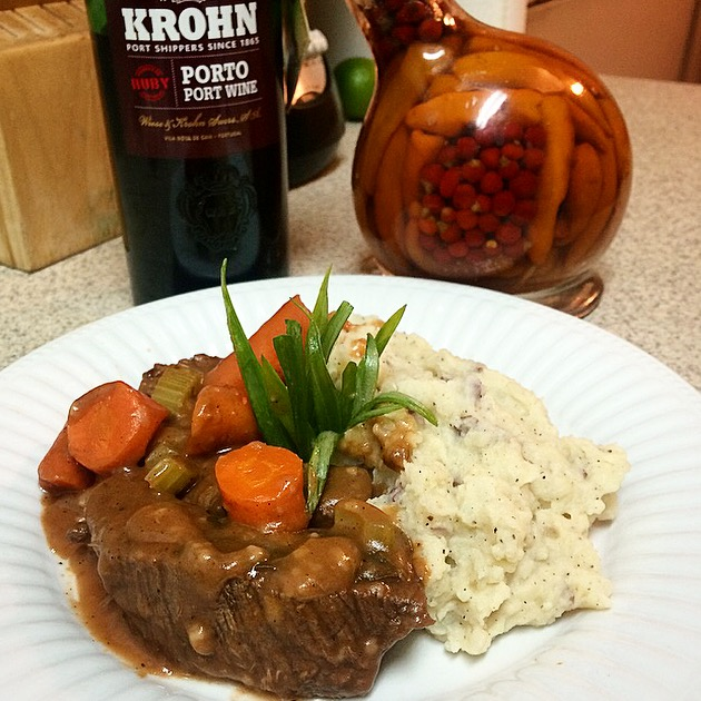 [RECIPE] Comforting Red Wine Braised Short Ribs w/ Garlic Mashed Potatoes